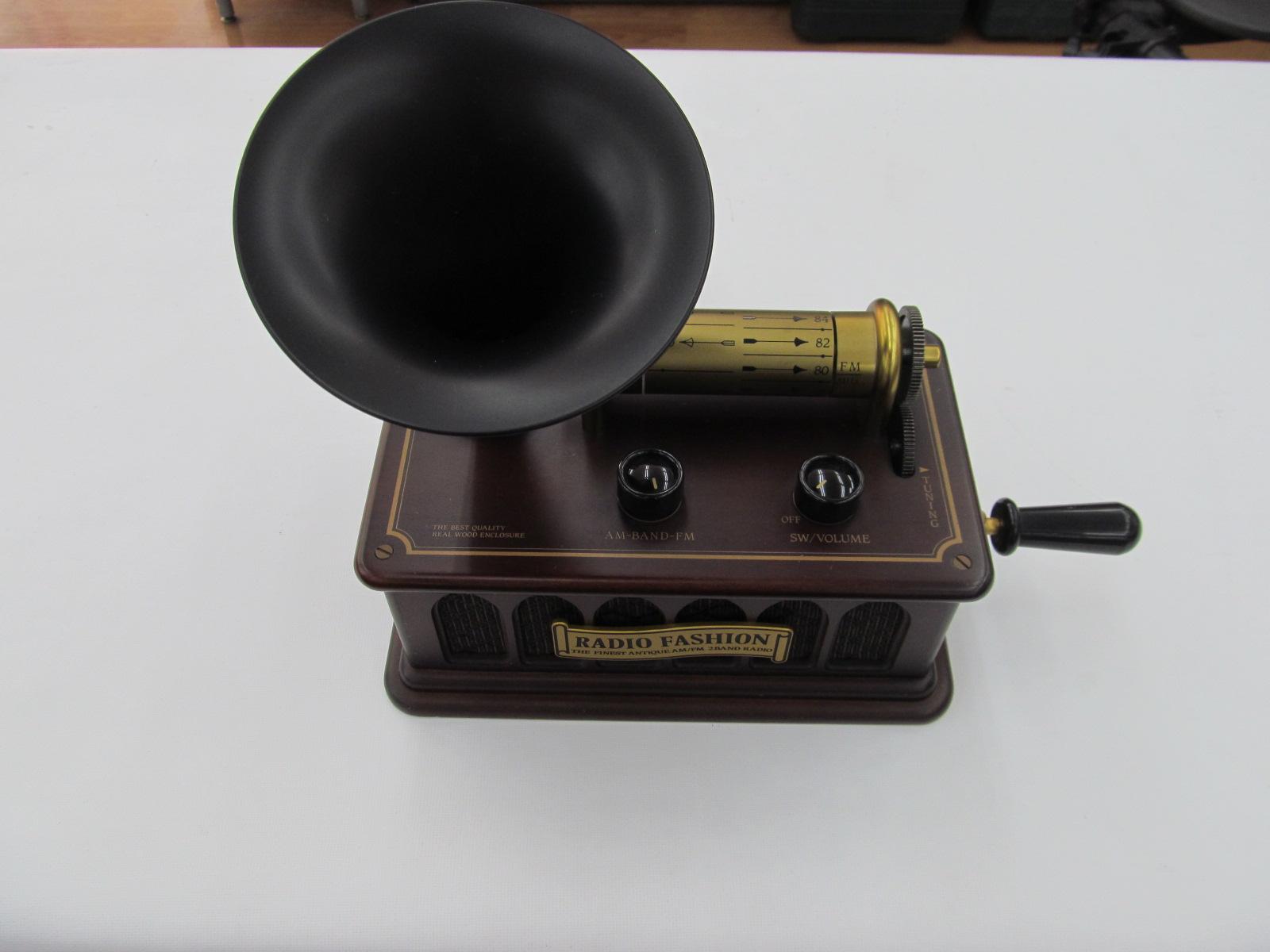 【動画あり】蓄音機風ラジオがありますよ♪_[1]
